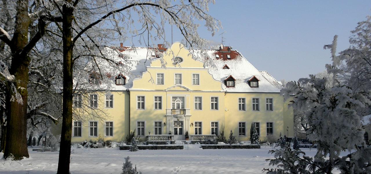 pałac Szczepowice zimą